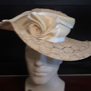 L.I.P.S BY ELLA ISAAC WOMAN STRAW SUN BRIM DERBY H